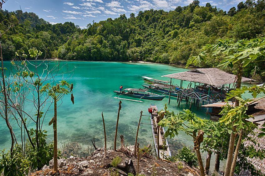 the emerald lagoon of Lestari Cottages