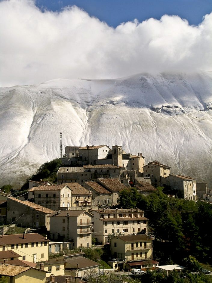 The-village-of-Castelluccio.jpg