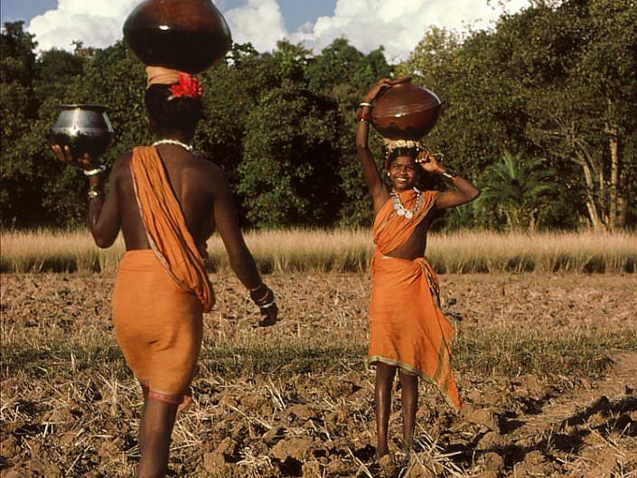 muria girls fetching water jpg